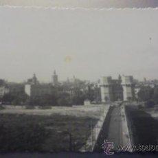 Postales: ANTIGUA POSTAL PUENTE SOBRE EL TURIA Y TORRES DE SERRANOS. VALENCIA 1957. Lote 18742886