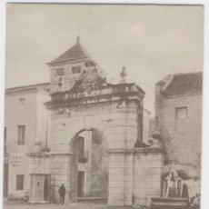 Postales: JÁTIVA (VALENCIA). PUERTA Y FUENTE DEL LEÓN. AÑOS 1900.. Lote 27283758
