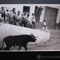 Postales: CHIVA - POSTAL FOTOGRAFICA - EL TORICO DE LA CUERDICA. Lote 28647943