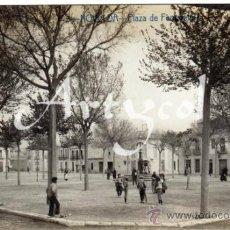 Postales: BONITA Y RARA POSTAL - NOVELDA (ALICANTE) - PLAZA DE FERNANDINA - AMBIENTADA . Lote 32191387