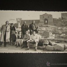 Postales: SAGUNTO VALENCIA POSTAL FOTOGRAFICA AÑOS 40 GRUPO EN LAS RUINAS . Lote 48508455