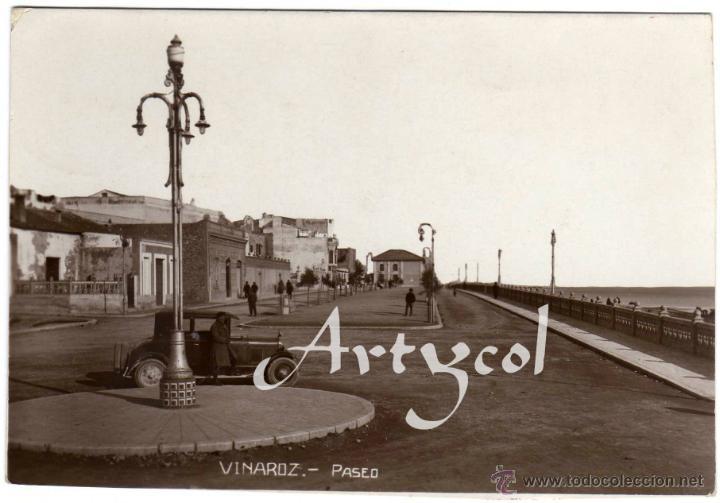 MAGNIFICA POSTAL FOTOGRAFICA - VINAROZ (CASTELLON) - PASEO - AMBIENTADA - COCHE DE EPOCA (Postales - España - Comunidad Valenciana Antigua (hasta 1939))