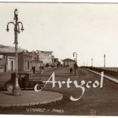 Postales: MAGNIFICA POSTAL FOTOGRAFICA - VINAROZ (CASTELLON) - PASEO - AMBIENTADA - COCHE DE EPOCA . Lote 50313064