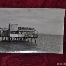 Postales: ANTIGUA FOTOGRAFIA DE ALICANTE. AÑOS 50. BAÑOS - RESTAURANTE. Lote 57761554