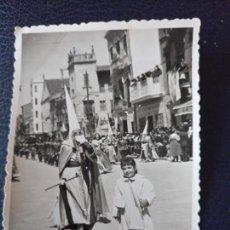 Postales: ANTIGUA FOTOGRAFÍA. PROCESION SEMANA SANTA MARINERA. VALENCIA. FOTO AÑOS 50. . Lote 64463563