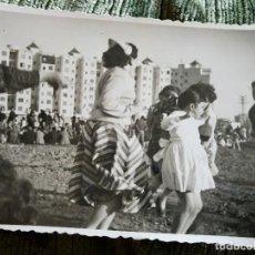 Postales: ANTIGUA FOTOGRAFÍA. LA PISTA. VALENCIA. FOTO AÑOS 50.. Lote 64578343