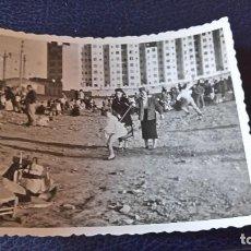 Postales: ANTIGUA FOTOGRAFÍA. VALENCIA. LA PISTA. FOTO AÑOS 50.. Lote 64850343