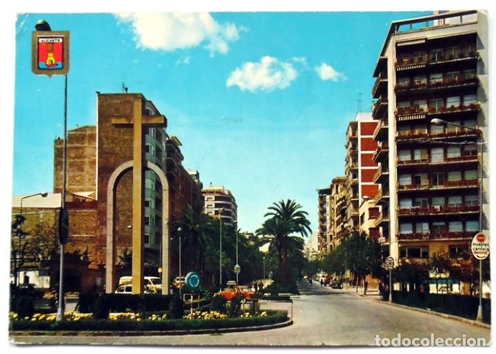 POSTAL ALICANTE CRUZ DE LOS CAIDOS SE VE EL SOLAR DONDE SE CONSTRUIRIA GALERIAS PRECIADOS (Postales - España - Comunidad Valenciana Moderna (desde 1940))
