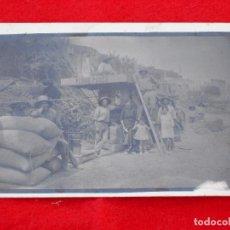Postales: POSTAL FOTOGRÁFICA DE CERVERA DEL MAESTRE. CASTELLÓN.TRILLADORA PEDRO PARES.BARCELONA. Lote 76779679