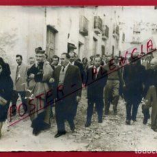Postales: OLIVA , VALENCIA , FOTO FOTOGRAFIA 1967 , GENTE PASEANDO CON EL CURA , ORIGINAL , A1. Lote 88993692