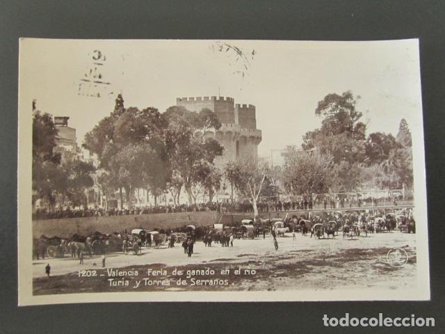 POSTAL VALENCIA. FERIA DE GANADO EN EL RÍO TURIA Y TORRES DE SERRANOS. CIRCULADA. (Postales - España - Comunidad Valenciana Moderna (desde 1940))