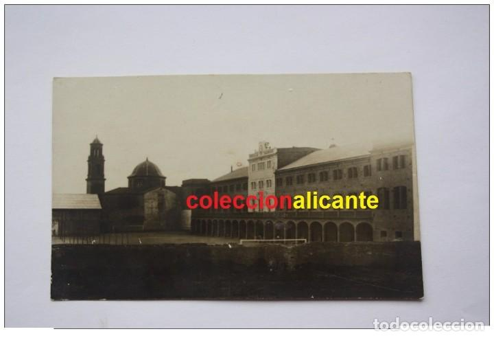 PINOSO / MONÓVAR ?? (ALICANTE) COLEGIO E IGLESIA CAMPO FUTBOL INTERIOR - RARA POSTAL (Postales - España - Comunidad Valenciana Antigua (hasta 1939))