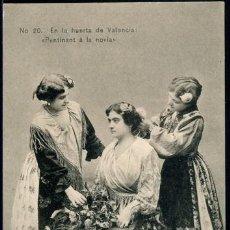 Postales: POSTAL EN LA HUERTA DE VALENCIA PENTINANT A LA NOVIA . COLECCION E. BORT 20 . CA AÑO 1910-20. Lote 115124175