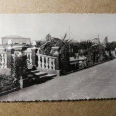 Postales: POSTAL PUEBLO DE ALGEMESÍ. VALENCIA. PARQUE JARDÍN. FOTO TALENS. Lote 132318730