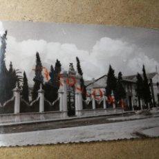 Postales: POSTAL PUEBLO DE ALGEMESÍ. VALENCIA. CRIPTA Y CRUZ DE LOS CAÍDOS. FOTO TALENS. Lote 132321750