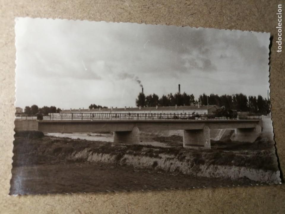 POSTAL PUEBLO DE ALGEMESÍ. VALENCIA. PUENTE SOBRE EL RÍO MAGRO HACIA GUADASSUAR. FOTO TALENS (Postales - España - Comunidad Valenciana Moderna (desde 1940))