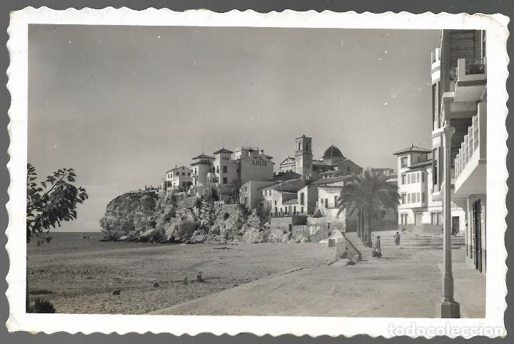 POSTAL FOTOGRAFICA DE BENIDORM 235, PLAYA DE LEVANTE, HOTELES. CIRCULADA 1955, usado segunda mano
