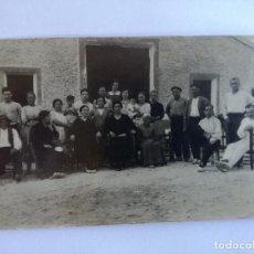 Postales: ANTIGUA FOTOGRAFIA POSTAL - GRUPO VECINOS DEL PUEBLO TERESA DE COFRENTES (VALENCIA) -AÑO 1930 - RARA. Lote 142920750