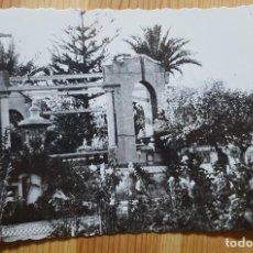 Postales: NOVELDA PARTERRES DE LA GLORIETA Y KIOSCO DE LA MUSICA ED. ARRIBAS Nº 122. Lote 153567986