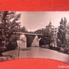 Postales: ARANDA DE DUERO. POSTAL FOGRAFICA Nº 12 RIO DUERO Y PUENTE DE ENTRADA A LA CIUDAD. ED. SICILIA.. Lote 167816496