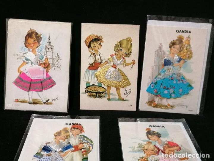 Postales: Antiguas postales valencianas de falleras con tela. Faldas con la tela y sin escritura. - Foto 2 - 177461092