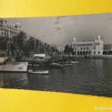 Postales: ALICANTE FOTOGRAFICA PUERTO Y EDIFICIO DE LA MARINA BARCO JOSEFA CIRCULADA . Lote 177893544