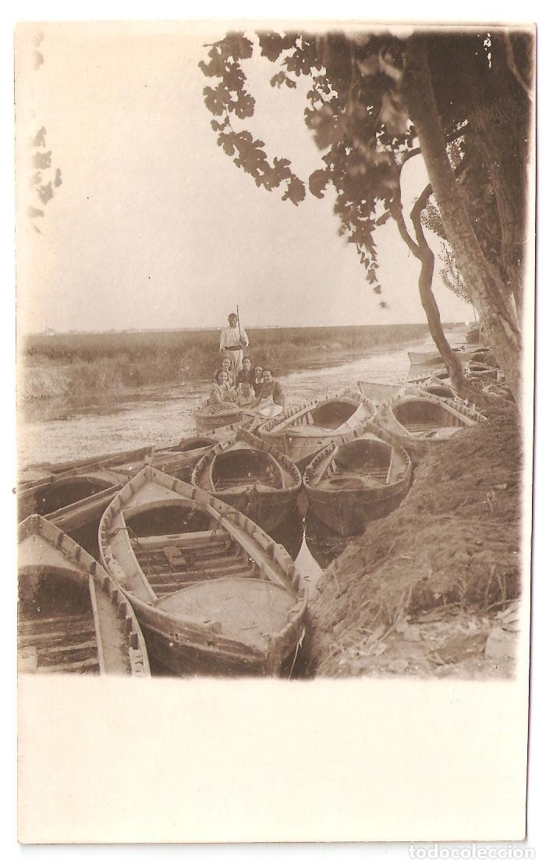 VALENCIA- GRUPO EN UNA BARCA, Y BARCAS. FOTOGRAFICA 1920.. VELL I BELL (Postales - España - Comunidad Valenciana Antigua (hasta 1939))