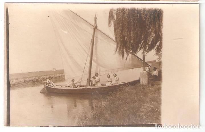 VALENCIA- GRUPO EN UNA BARCA DE VELA. FOTOGRAFICA 1920.. VELL I BELL (Postales - España - Comunidad Valenciana Antigua (hasta 1939))