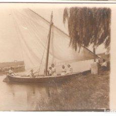 Postales: VALENCIA- GRUPO EN UNA BARCA DE VELA. FOTOGRAFICA 1920.. VELL I BELL. Lote 182164133