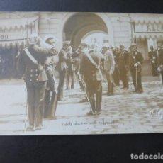 Postales: VALENCIA VISITA DE ALFONSO XIII A CUARTEL MILITAR POSTAL FOTOGRAFICA F. GOMEZ FOTOGRAFO HACIA 1906. Lote 183453268