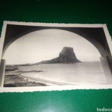 Postales: ANTIGUA POSTAL DE CALPE ALICANTE. PEÑÓN DE IFACH. AÑOS 50. Lote 194221270