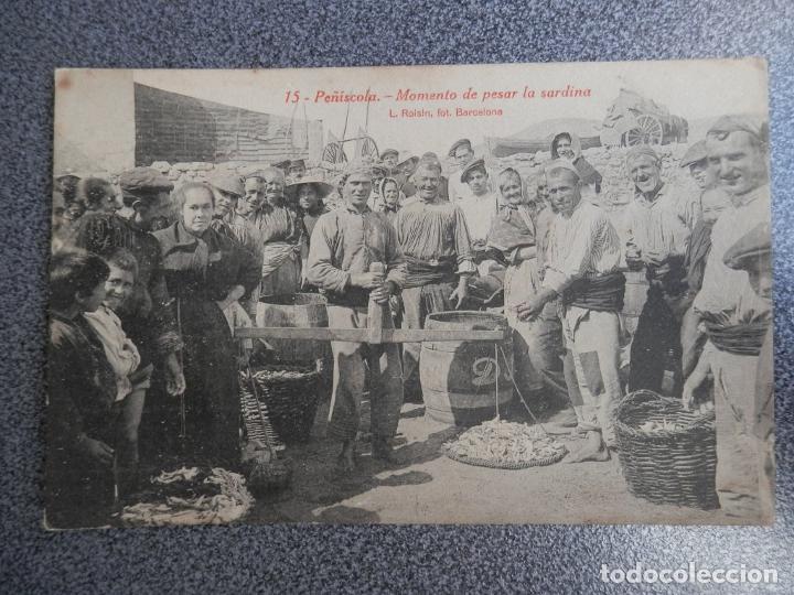 VALENCIA C CASTELLON PEÑISCOLA MOMENTO DE PESAR LA SARDINA POSTAL ANTIGUA (Postales - España - Comunidad Valenciana Antigua (hasta 1939))