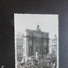 Postales: VALENCIA FALLAS 1957 FALLA DE LA PLAZA DEL CAUDILLO FUENTE DE LOS DESEOS POSTAL FOTOGRAFICA. Lote 204253725