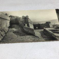 Postales: POSTAL FOTOGRAFICA - PEÑISCOLA - MURALLAS DE FELIPE II. Lote 217929713