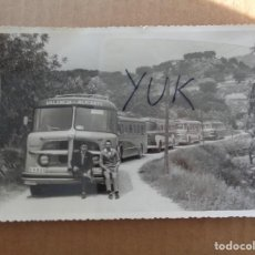 Cartes Postales: BONITA FOTOGRAFIA DE LOS AUTOBUSES DE LA LINEA VALENCIA ALICANTE - MAYO 1957 - 17.5X11 CM. Lote 221648721
