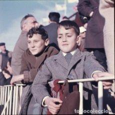 Postales: DIAPOSITIVA ESPAÑA VALENCIA MESTALLA CAMPO FÚTBOL 1965 GRAN FORMATO 55MM LUIS CASANOVA NIÑO RETRATO. Lote 231857535