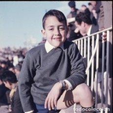 Postales: DIAPOSITIVA ESPAÑA VALENCIA MESTALLA CAMPO FÚTBOL 1965 GRAN FORMATO 55MM LUIS CASANOVA NIÑO RETRATO. Lote 231858090