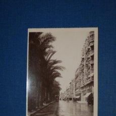 "Postales: TARJETA POSTAL ALICANTE EDICIONES ""UNIQUE"" B/N Nº 1315 ANDÉN DE CARRUAJES DE LA EXPLANADA DE ESPAÑA. Lote 237568300"