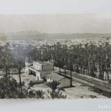 Postales: POSTAL ELCHE ESTACION DE FERROCARRIL Y PALMERAS. Lote 253616040