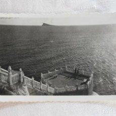 Postales: POSTAL BENIDORM EL CASTILLO AL FONDO LA ISLA 1960. Lote 278161078