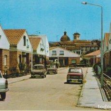 Cartoline: TARJETA POSTAL. UTIEL. 15 CALLE BENITO PÉREZ GALDÓS. COCHES DE ÉPOCA. 850, R 4.... Lote 284742553