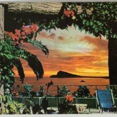 Postales: ALICANTE PEÑÓN DE IFACH, COSTAS DEL MEDITERRÁNEO (HOTEL LAS OCAS?) ED RO. CIRCULADA. Lote 286336113