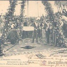 Postales: S.M. COLOCA LA PRIMERA PIEDRA DEL MONUMENTO DE ALFONSO XII EN EL RETIRO. Lote 16412618