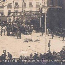 Postales: 31 MAYO 1906.-ATENTADO CONTRA SS.MM EN LA CALLE MAYOR,MOMENTOS DESPUÉS DE LA EXPLOSICÓN DE LA BOMBA. Lote 16412727