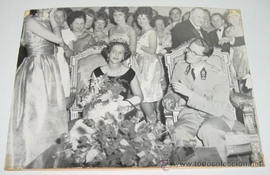ANTIGUA FOTOGRAFIA DE EL REY BALDUINO Y LA REINA FABIOLA - REYES DE BELGICA - FOTO BELGA 1961. - MID (Postales - Postales Temáticas - Conmemorativas)