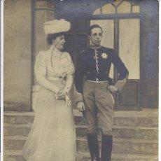 Postales: PS3242 POSTAL FOTOGRÁFICA DE ALFONSO XIII Y VICTORIA EUGENIA PROMETIDOS. 1905. Lote 25808832