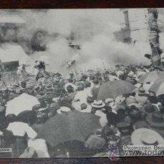 Postales: ANTIGUA POSTAL DE ATENTADO CONTRA SS.MM. EN LA CALLE MAYOR - EL 31 DE MAYO DE 1906 - MOMENTO DE LA E. Lote 27774891