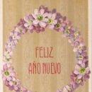 Postales: POSTAL FELIZ AÑO NUEVO. GUIRNALDA DE PASIONARIA AZUL, EN RELIEVE. IMP. EN ALEMANIA. NO CIRCULADA. Lote 54048232