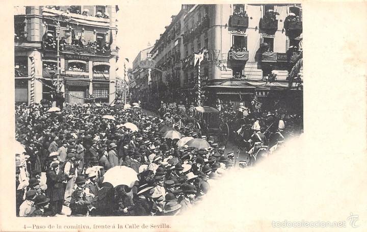 FIESTAS REALES 1902.-PASO DE LA COMITIVA FRENTE A LA CALLE DE SEVILLA (Postales - Postales Temáticas - Conmemorativas)