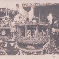 Postales: CARROZA REAL , LLAMADA LA CORONA, QUE OCUPABAN LOS REYES EL DIA DEL ATENTADO, 31 DE MAYO DE 1906. Lote 95933307